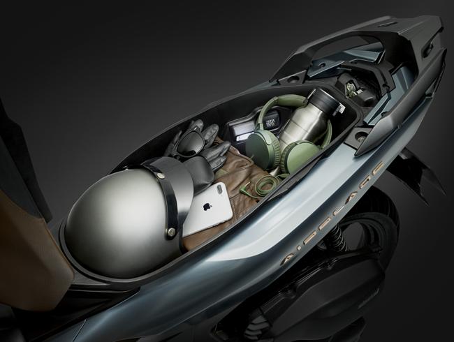 Hộc đựng đồ của Honda Air Blade mới được thiết kế rộng rãi